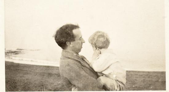 Thomas MacDonagh with his young son in 1915